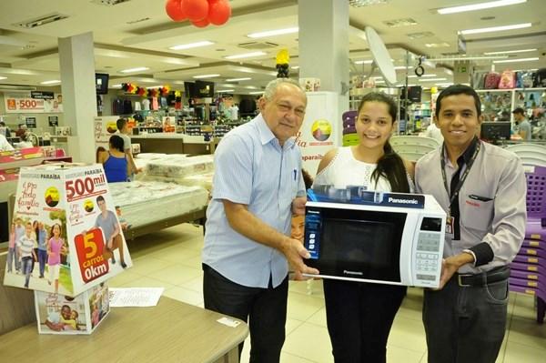 Rayane, de Capitão de Campos, comprou na loja de Piripiri, e ganhou um forno microondas!